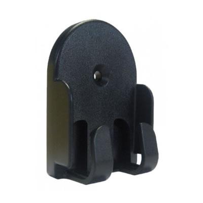 Soporte universal para mando a distancia de color negro.